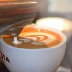 Így készül a művészi kávé a Costa Coffee-ban (videó)