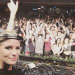 Metzker Viki zenéire buliznak a magyar fiatalok