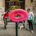 Úszógumis zenészek a belvárosban