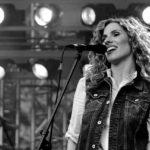 Decemberben jön a Fábián Juliról szóló dokumentumfilm! 18 énekes közös dallal emlékszik az énekesnőre!